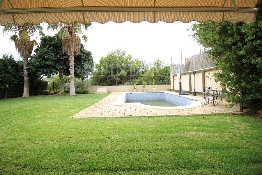 Villas en valencia con piscina mejor imposible pineda for Apartamentos con piscina en valencia